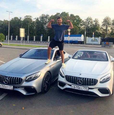 Амиран Сардаров и та самая машина, которую он разбил в ДТП (слева). Фото www.instagram.com/amiran495