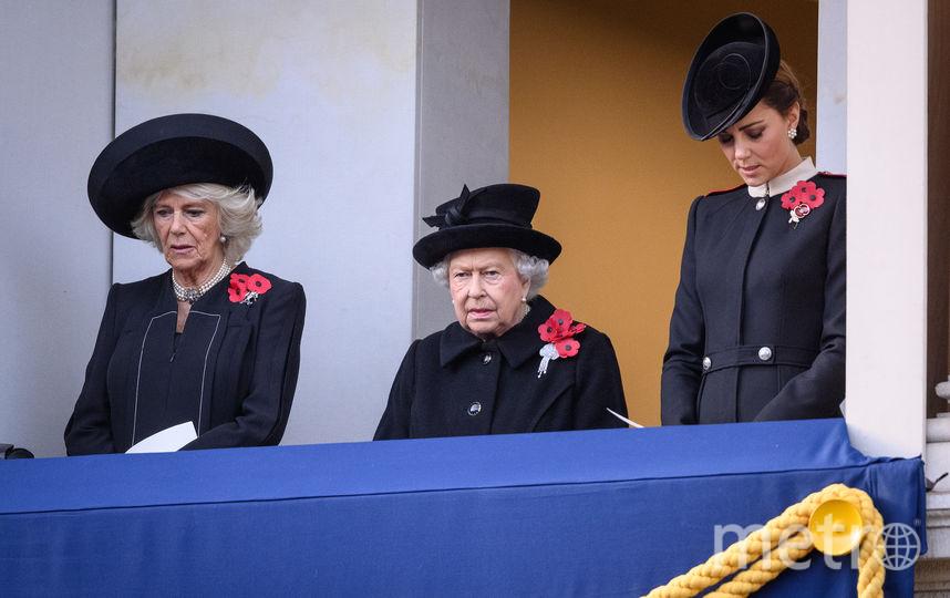 Королева, Камилла и Кейт стояли на другом балконе. Фото Getty