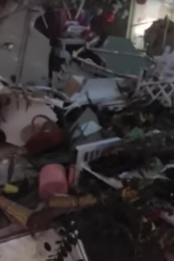 Обвал потолка в минском ТЦ. Фото Скриншот, Скриншот Youtube