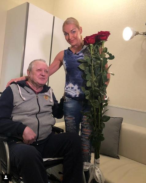 Анастасия Волочкова с отцом. Фото Скриншот Instagram: volochkova_art