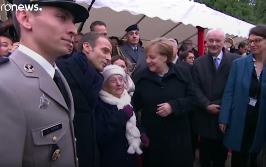 101-летняя француженка с президентом Франции и канцлером Германии. Скриншот https://www.youtube.com/watch?v=HnqSNPvBPP4. Фото Скриншот Youtube