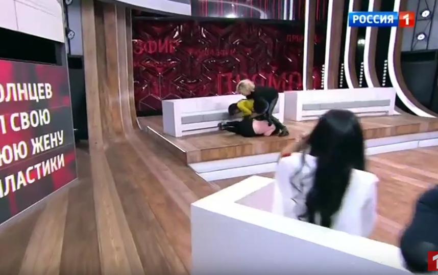 Екатерина Терешкович набросилась на дочь. Фото Скриншот Youtube