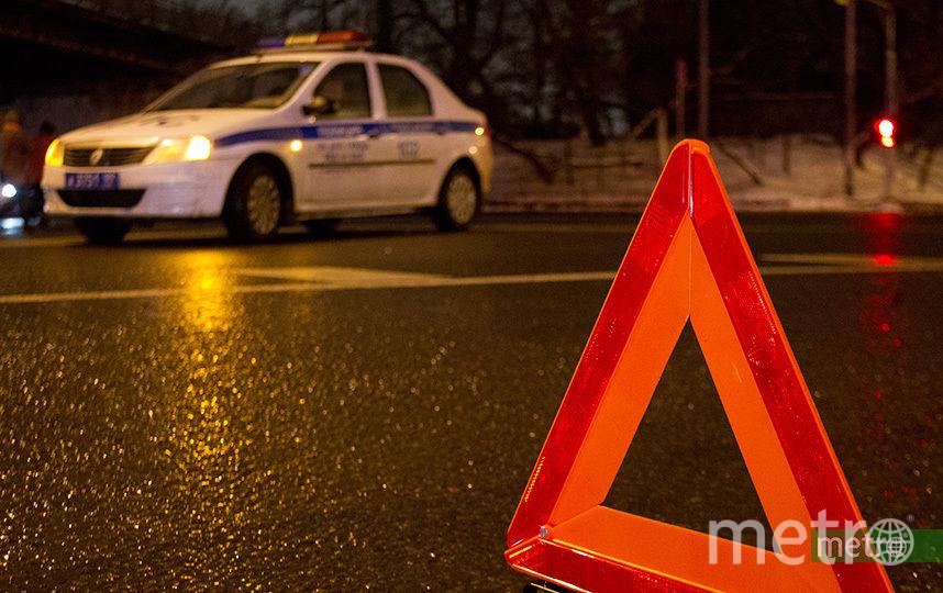 Джип рухнул с моста Третьего транспортного кольца в Москве. Фото Василий Кузьмичёнок
