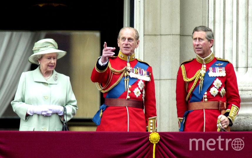 Елизавета II с принцем Филиппом и Чарльзом в 2001 году. Фото Getty