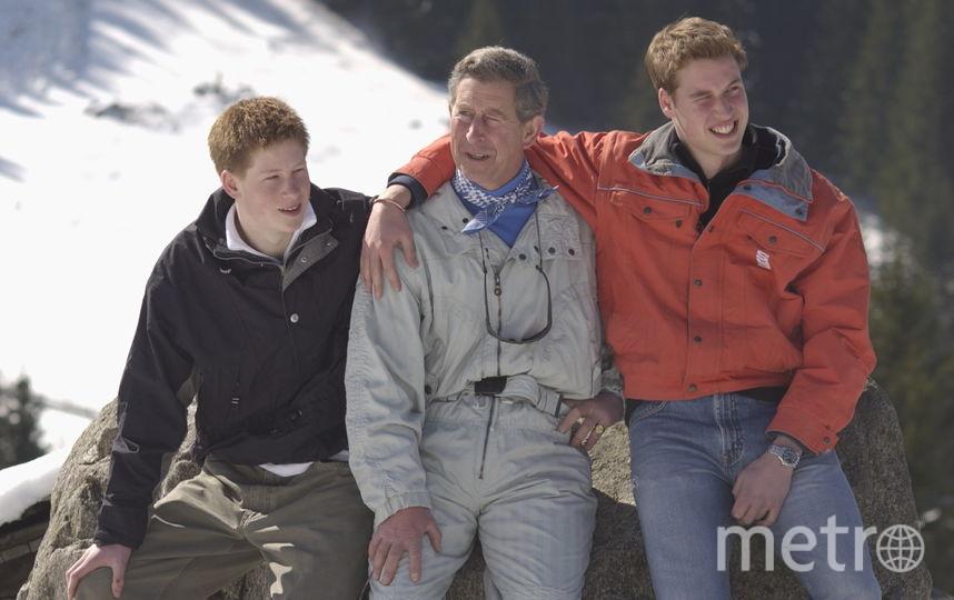 Принц Чарльз с сыновьями Уильямом и Гарри в 2002 году. Фото Getty