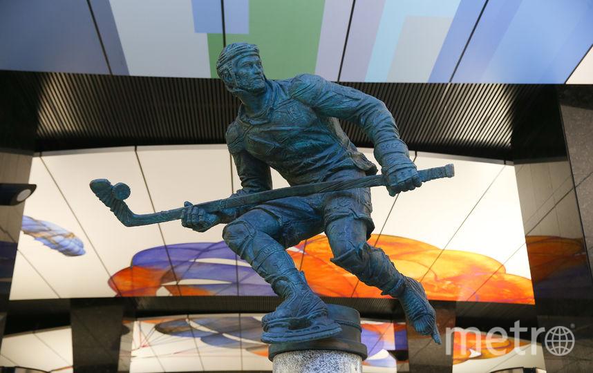 Последним к ряду скульптур спортсменов «пристроился» хоккеист. Фото Василий Кузьмичёнок