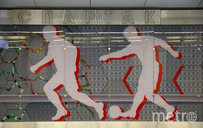 Футболисты вдоль путевых линий. Фото Василий Кузьмичёнок