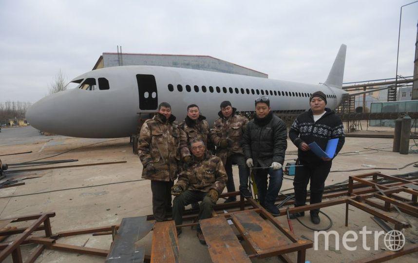 Китайский крестьянин из подручных материалов построил Airbus A-320. Фото Getty