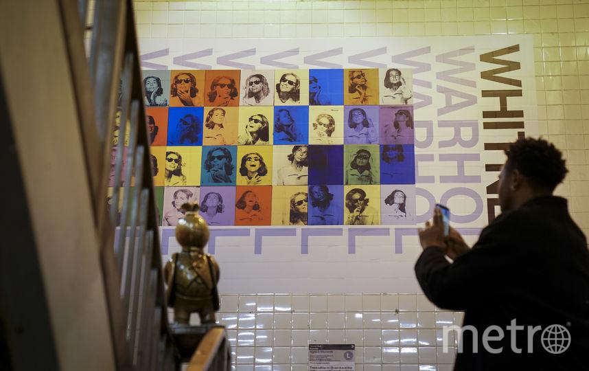 Плакаты на стенах метрополитена Нью-Йорка. Фото AFP
