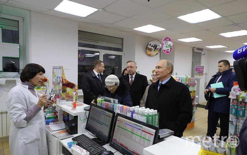 Владимир Путин во время посещения аптеки в Пушкине. Фото Instagram: @kibitov
