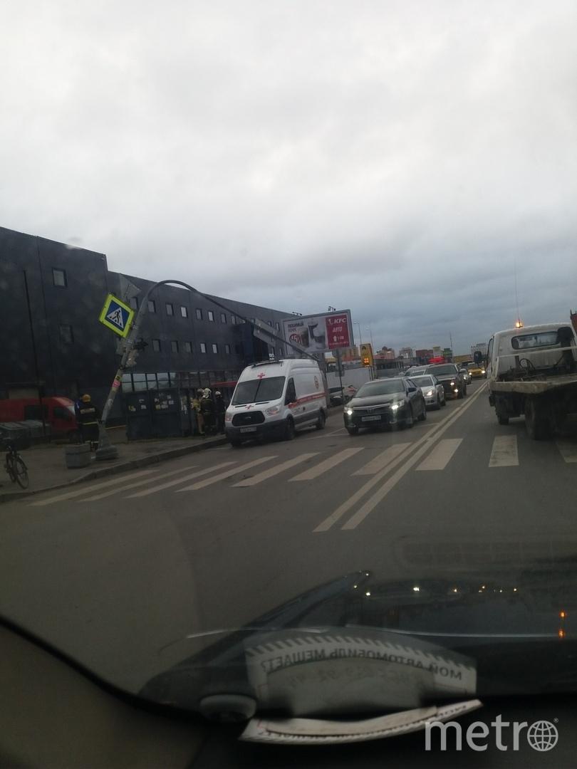 Светофор упал на улице Фучика. Фото ДТП и ЧП | Санкт-Петербург | Питер Онлайн | СПб, vk.com