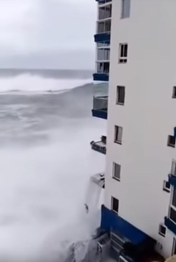 Шторм на Тенерифе. Фото Скриншот, Скриншот Youtube