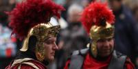 В Риме теперь нельзя купаться в фонтанах и наряжаться центурионом