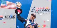 Чешский пилот Мартин Шонка впервые стал чемпионом Red Bull Air Race