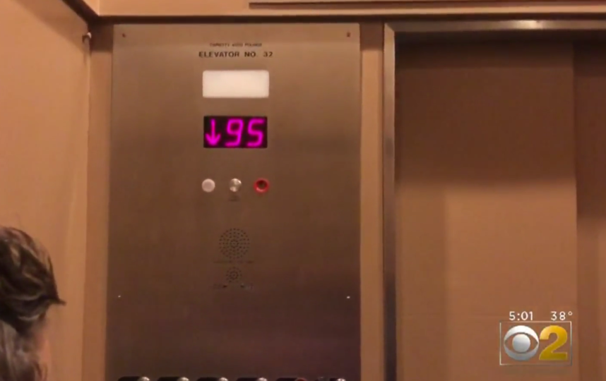 Лифт с шестью пассажирами рухнул с 95-го этажа небоскрёба. Фото chicago.cbslocal.com