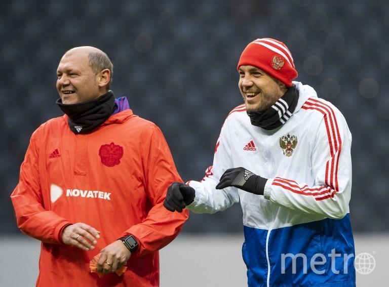 Нападающего и капитана Артёма Дзюбу в сборной называют главным «заводилой», который создаёт нужное настроение. Фото AFP