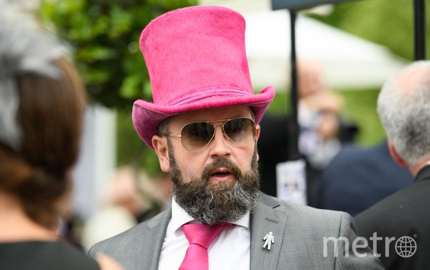 В XXI веке розовый цвет вновь вошёл в мир мужской моды. Фото Getty