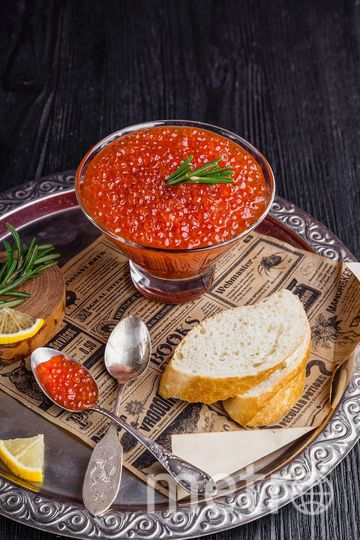Лососевая икра вырабатывается из кеты, горбуши, кижуча, нерки с помощью обработки раствором поваренной соли, иногда с использованием антисептиков. Фото Pixabay