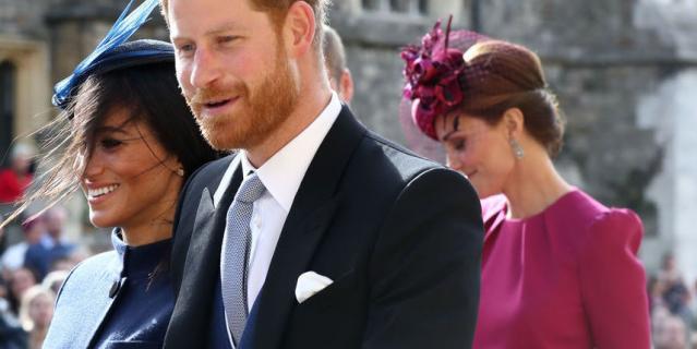 Фасоны лифа платья Кейт Миддлтон на свадьбе принцессы Евгении и блузки королевы Летиции похожи..