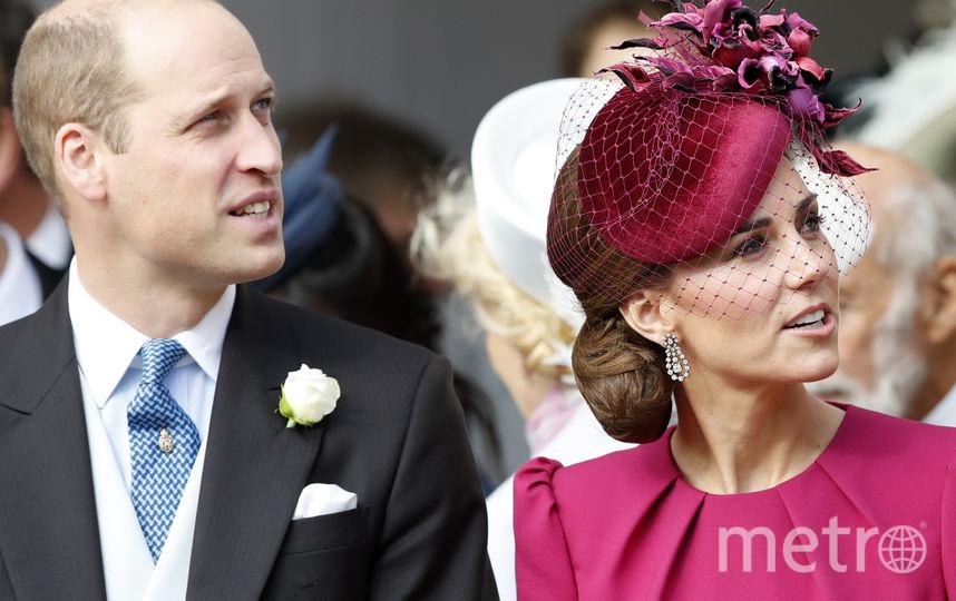 Фасоны лифа платья Кейт Миддлтон на свадьбе принцессы Евгении и блузки королевы Летиции похожи.. Фото Getty