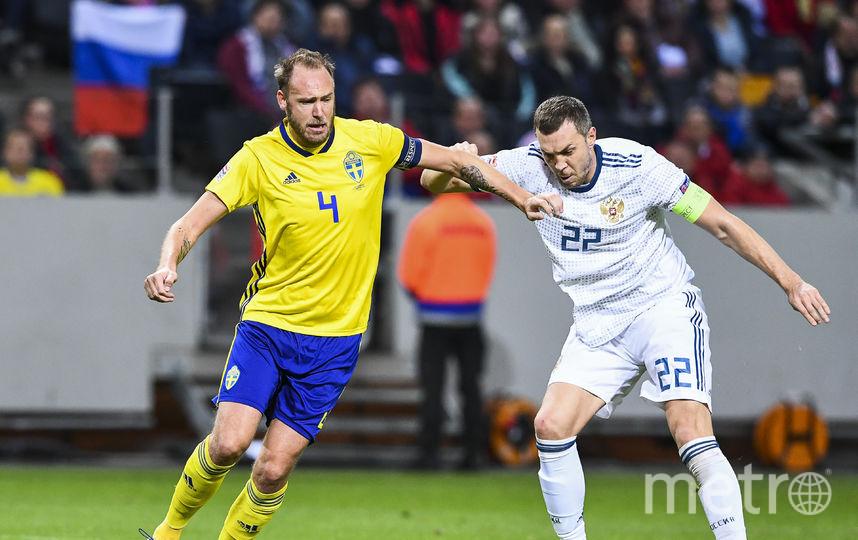 Артём Дзюба в матче с командой Швеции. Фото AFP
