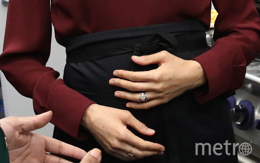 Меган Маркл надела два кольца. Одно - свадебное, на левой руке, другое - слово ЛЮБОВЬ. Фото Getty