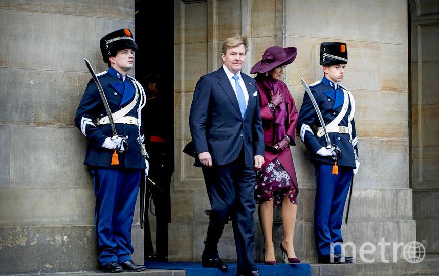 Король и королева Нидерландов встречали гостей из жаркого Сингапура. Фото Getty