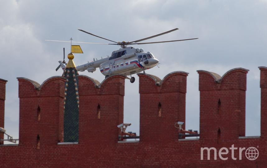 Вертолёты над Кремлём озадачили москвичей. Фото Василий Кузьмичёнок