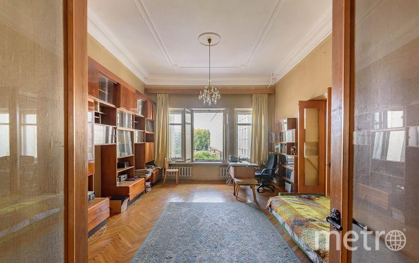 Квартира, где жил писатель  Фёдор Абрамов, находится на Петровской набережной, 8. Фото «Мир квартир»
