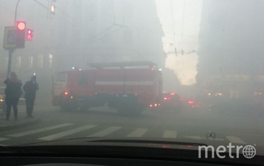 Из-за пожара Петроградку затянуло дымом. Фото ДТП и ЧП | Санкт-Петербург | vk.com/spb_today., vk.com
