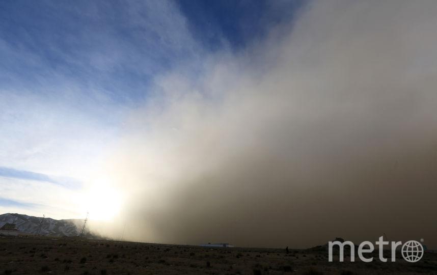Видимость упала до 100 метров, а в отдельных районах - до 10. Фото AFP