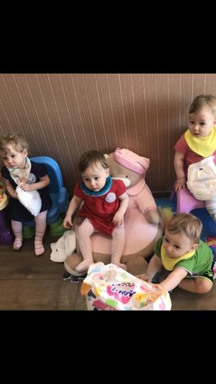 """Четверняшки уже научились ходить – после этого Елене стало с ними чуть легче. Фото предоставлено Еленой Гончар, """"Metro"""""""