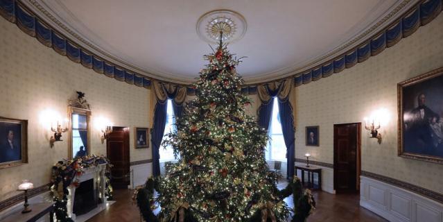 Убранство Белого дома к Новому году-2019.