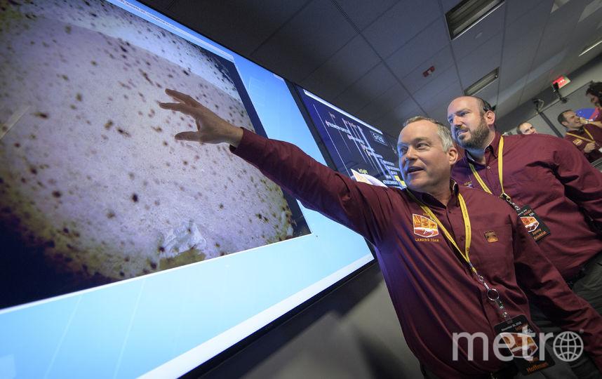 Посадка зонда прошла успешно. Первое фото с Марса. Лаборатория реактивных двигателей - 26 ноября 2018 года в Пасадене, штат Калифорния. Фото Getty
