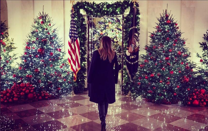 """Мелания Трамп и убранство Белого дома к Рождеству. Фото https://twitter.com/FLOTUS, """"Metro"""""""