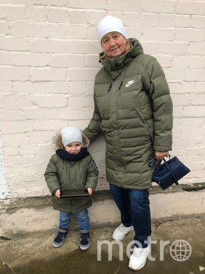 Внук приехал к бабушке в гости, оказались похожи как две капли. Живут в разных городах, одежда совпала совершенно случайно. Фото Клавдия Телешева