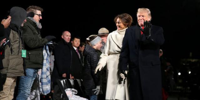 Дональд и Мелания Трамп зажгли огни на главной рождественской ели США.