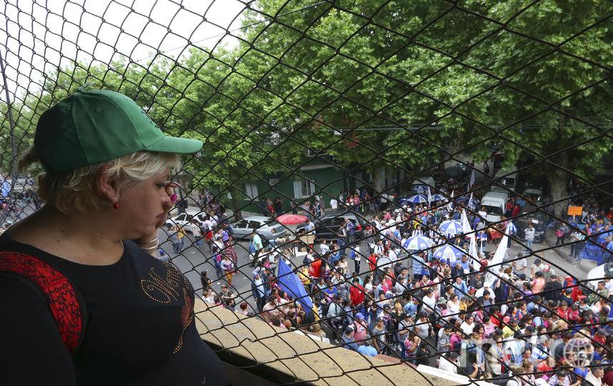 Антиглобалисты выступают на митингах в Буэнос-Айресе. Фото Getty