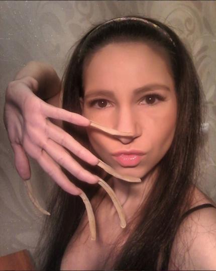 Галереи девушек с длинными ногтями 1