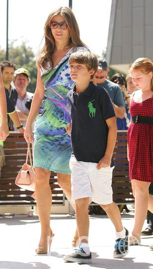 Элизабет Хёрли с сыном Дэмианом в 2011 году. Фото Getty