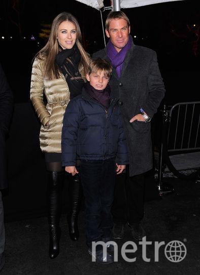 Элизабет Хёрли с сыном Дэмианом в 2012 году. Фото Getty