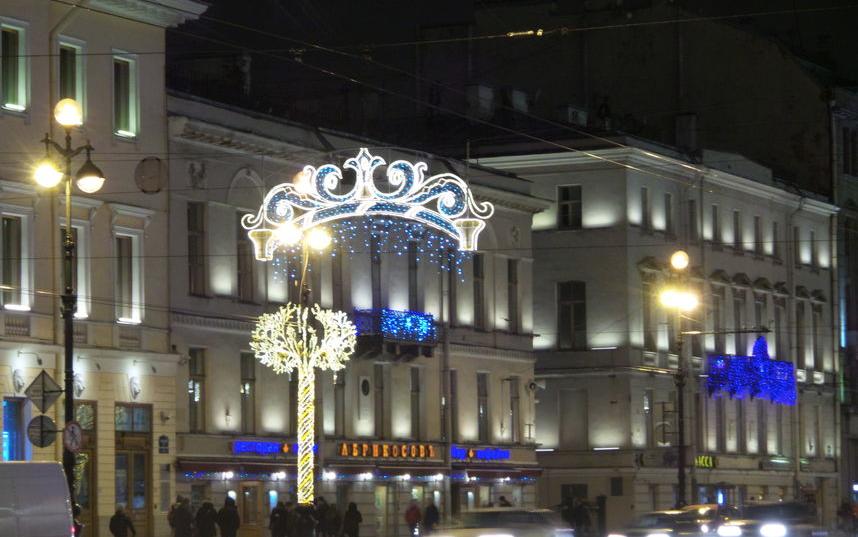 """Так был украшен Петербург к праздникам год назад. Фото """"Metro"""""""