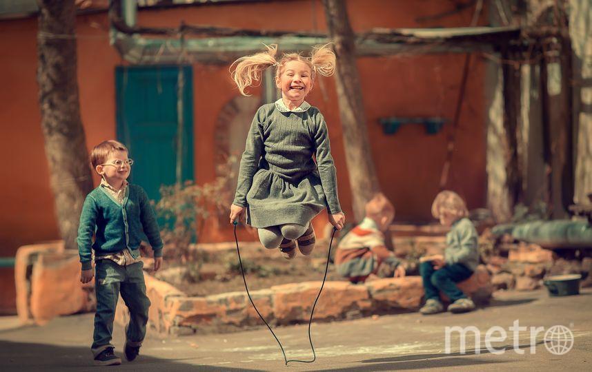 Благодаря этому снимку наша читательница, 32-летняя Марианна Смолина из Москвы, также, как и другие счастливчики, сможет теперь побороться за главный приз – поездку в Таиланд. На фото Марианна выразила своё представление о счастливом детстве. Фото Марианна Смолина, Предоставлено организаторами