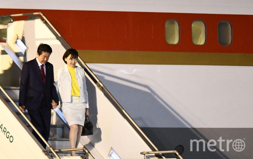 Премьер-министр Японии Синдзо Абэ прибыл с женой Акиэ Абэ. Фото Getty