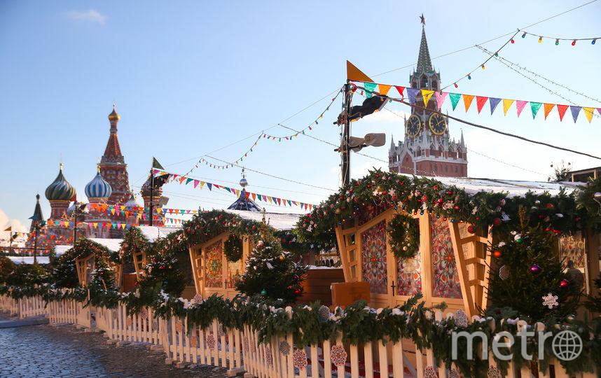 Новогодняя ярмарка тоже готова. Фото Василий Кузьмичёнок