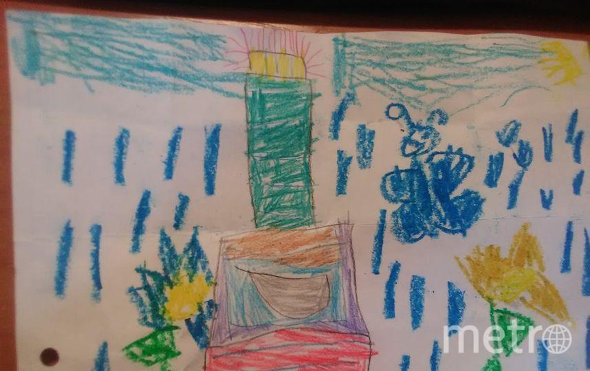 """Криситна Грибиник, 4 года. Кристина очень любит помогать маме, украшать тортики на праздники, и Деду Морозу она нарисовала большой и красивый тортик. Фото Ирина Грибиник, """"Metro"""""""