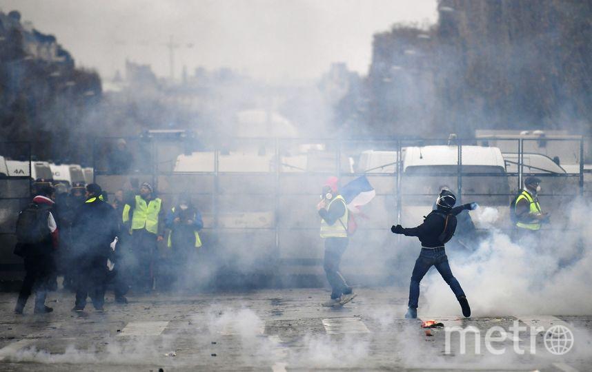 Как сообщается, 10 человек на Елисейских полях получили ранения, из них трое – силовики. 60 демонстрантов задержали ещё до начала акции. Фото AFP