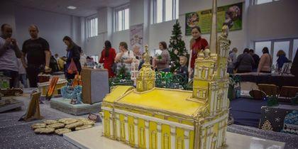 В Петербурге Петропавловский собор и корону императора сделали из пряников