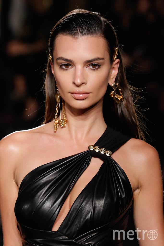 Эмили Ратаковски. Шоу Versace. Фото Getty
