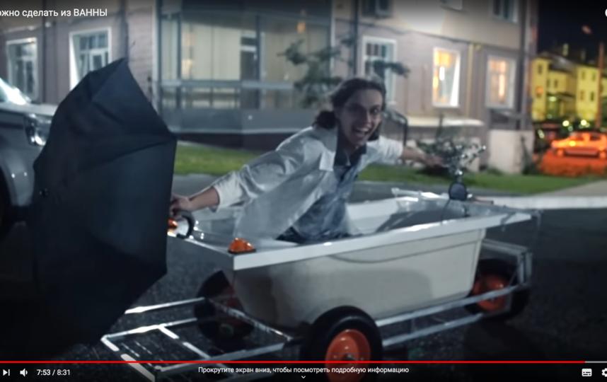 Петербургский блогер переплыл Чёрную речку в ванне. Фото Все - скриншот YouTube